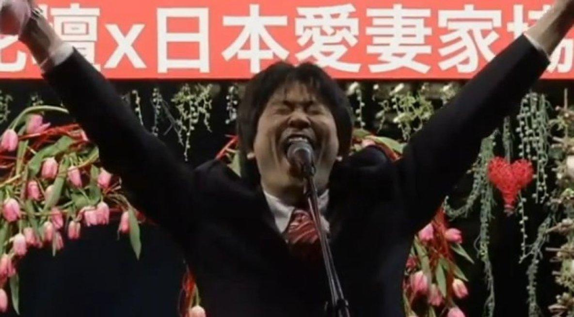 Au Japon, des hommes hurlent leur amour pour leur femme!!!