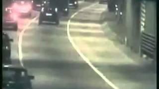 Paranormal 1 camion sorti de nul part