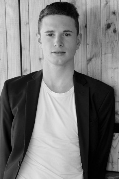 Vote for maxence in the Fresh Faces France 2016 contest