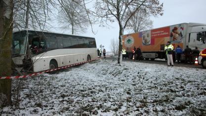 Aubigny-en-Artois - Collision entre un bus scolaire et un camion, huit blessés légers