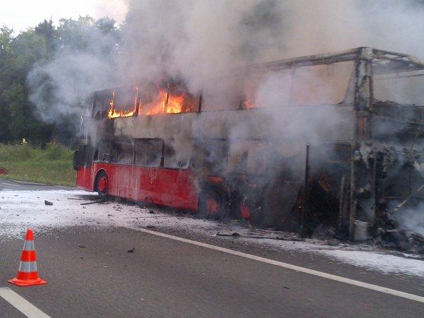 A31 : un bus de touristes allemand en feu - MAGNUM LA RADIO | Un magnum de Hits !