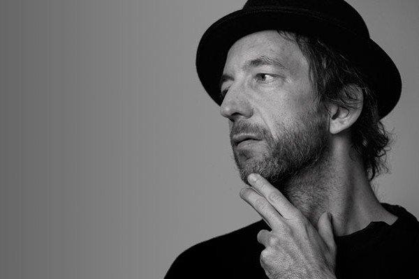 Arthur H, l'éternel hurluberlu de la chanson française - Les Inrocks