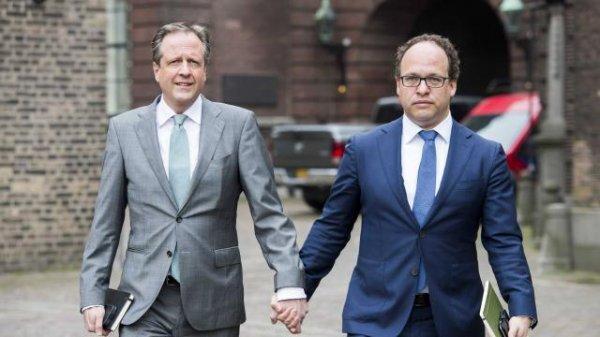 Pays-Bas. Les hommes se tiennent la main pour dénoncer l'homophobie