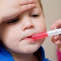 Des médicaments pour enfants inutiles et dangereux selon UFC-Que Choisir