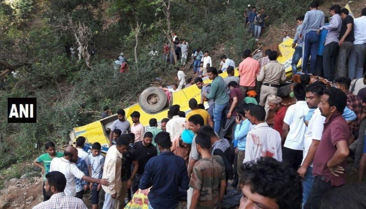 09-04-2018 - Inde - Etat d'Himachal Pradesh - Grave accident d'un autocar, 30 morts dont 27 enfants, l'autocar a basculé dans une gorge profonde (falaise) de 60 mètres