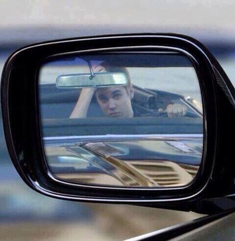 #Imagine *T'es dans ton voiture, tu regarde dans ton rétro et tu vois ça
