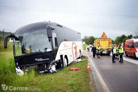 Un car transportant des lycéens de l'Aube accidenté sur la D606 à Champs-sur-Yonne