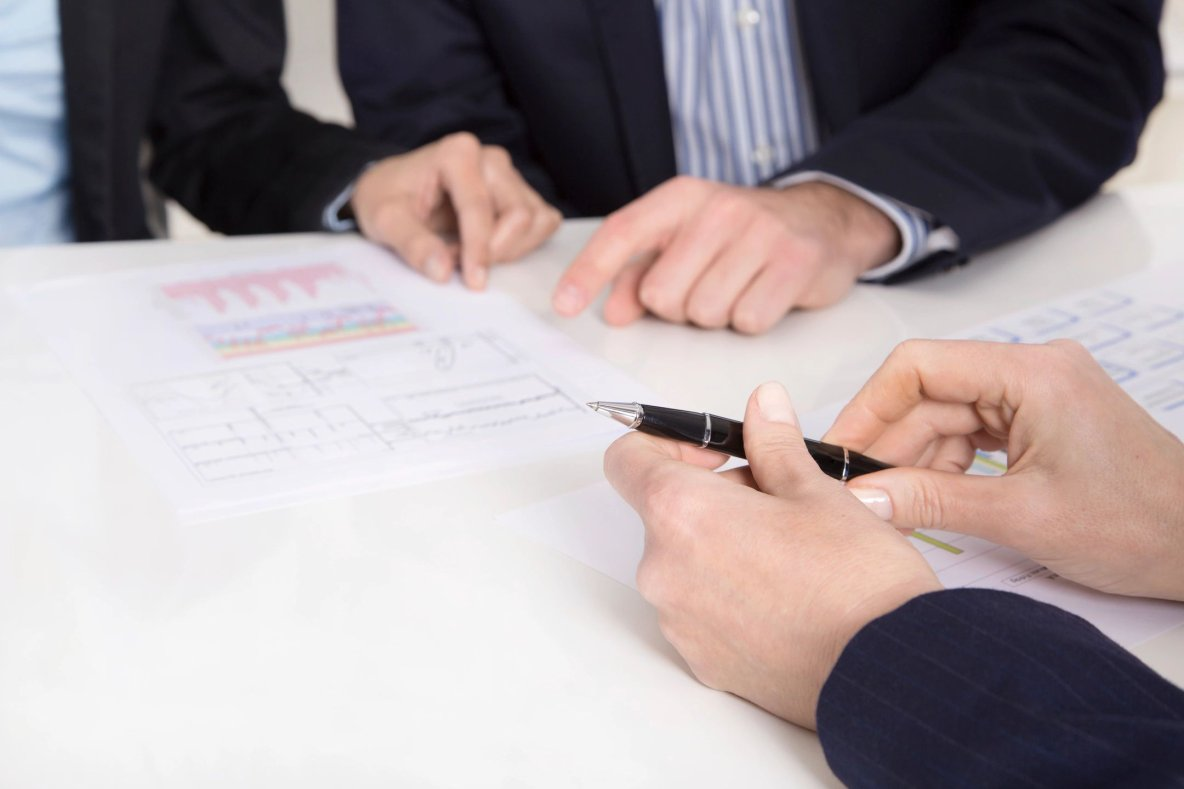 Freelance investment banker