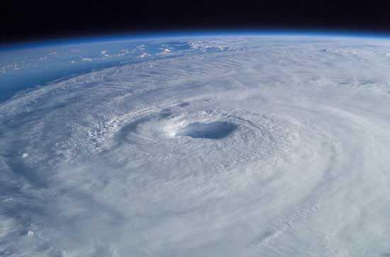 Un cyclone arrive droit sur Tahiti