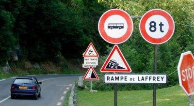 23-07-2007 - Accidents Graves d'autocars - France - ISERE - Laffrey...