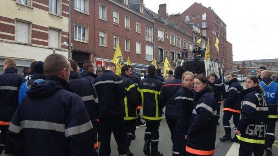 L'un des leurs avait tué un scootériste en intervention, les pompiers amiénois sont dans la rue – pompiers - France 3 Picardie