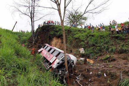 Équateur: 35 morts dans un accident d'autobus | Santiago Piedra | Amérique latine