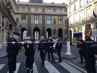 """Militaire agressé au Louvre : l'assaillant a crié """"Allah Akbar"""""""