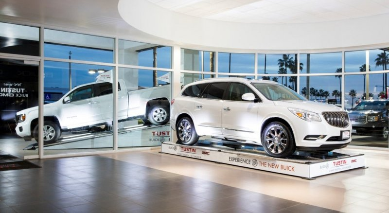 Online car shoppers fighting for leads with traditional dealerships