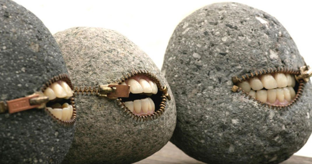 Les extraordinaires créations de Hirotoshi Itoh : il façonne les pierres en objets surréalistes