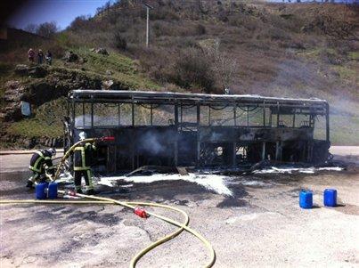 Aubenas / Privas : un bus en feu au col de l'Escrinet