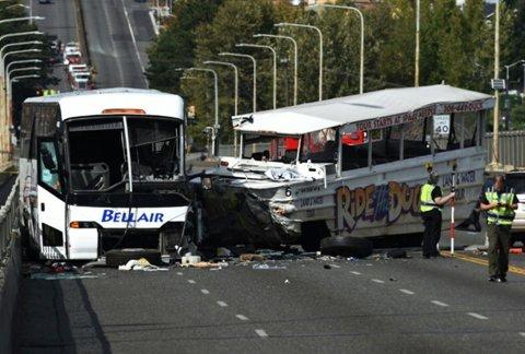 Quatre étudiants vietnamiens blessés dans la collision de deux bus à Seattle
