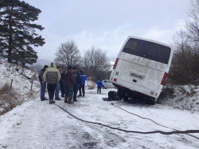 Accident entre un car et une voiture: pas de blessé