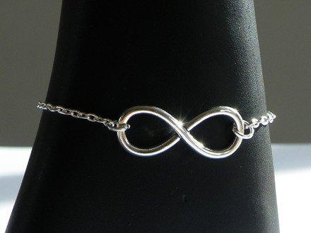 Bracelet chaîne argenté breloque infinie