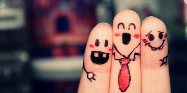 Amis comme les doigts de la main
