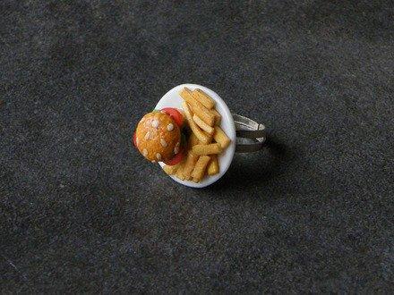Bague assiette fast-food en fimo
