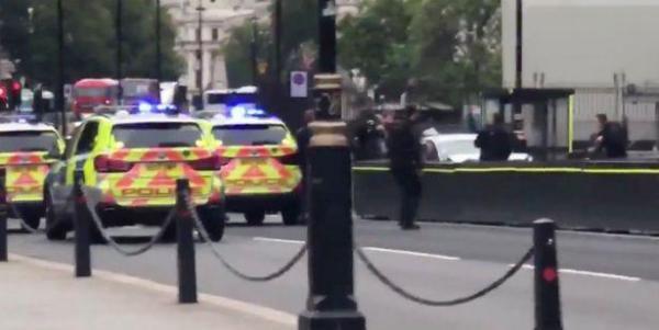 Une voiture fonce sur les barrières de sécurité du Parlement britannique, plusieurs passants blessés, le conducteur a été interpellé