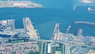 Une voiture est tombée dans le port de Zeebrugge: quatre décès, un disparu et une personne sauvée | Louis Vandeskelde