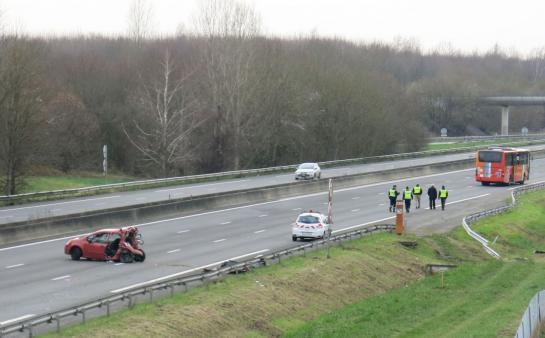 Seine-et-Marne : collision entre un car et une voiture sur l'A4 , un mort et dix blessés