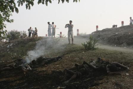 Photos of killed Muslims with armed Terrorist Buddhists in Meiktila, Myanmar