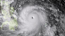 Le super typhon Haiyan, le plus violent de l'année, frappe les Philippines