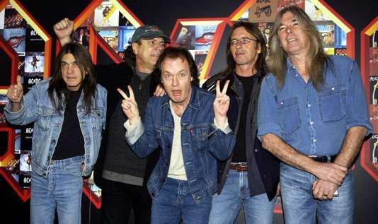 Mort de Malcolm Young, cofondateur du groupe de rock AC/DC  Et Merdum...