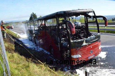 Incendie de bus sur la RN88 : les secours en action (vidéo) - La Commère 43