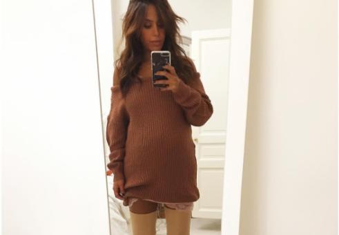 """Amel Bent comblée par sa grossesse : """"J'ai aujourd'hui de nouvelles priorités"""""""