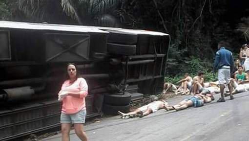 Au moins 15 morts et 50 blessés dans un accident d'autocar au Brésil