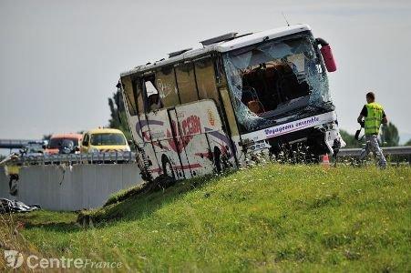 A89: l'autocar accidenté samedi dégagé, l'autoroute rouverte