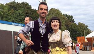 Oktoberfest-Eröffnung 2015: Florian Silbereisen zeigt Mireille Mathieu die Wiesn - Oktoberfest