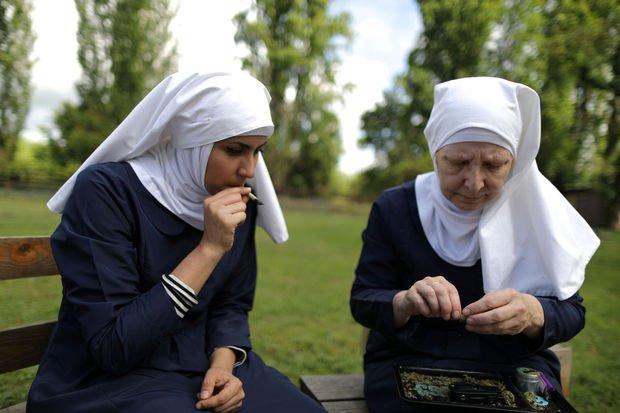 Portfolio : ces nonnes qui cultivent du cannabis - Insolite - LeVif Mobile