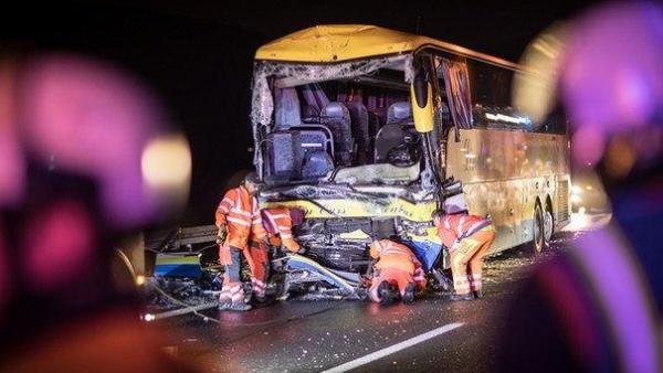 Gros crash cette nuit impliquant un car belge et un camion en Allemagne: un mort et 18 touristes blessés