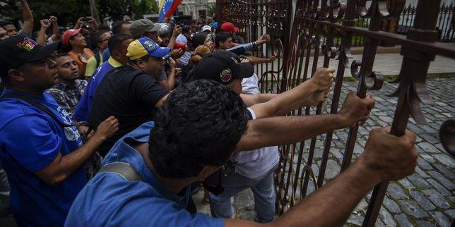 Venezuela: le Parlement vote en faveur d'une procédure contre le président Maduro