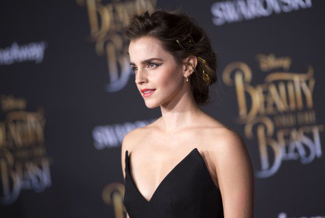A little girl dressed as Belle crashed an interview with Emma Watson and OUR HEARTS - Zktube
