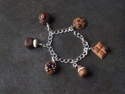 Bracelet chaîne et ces 6 breloques chocolat en fimo