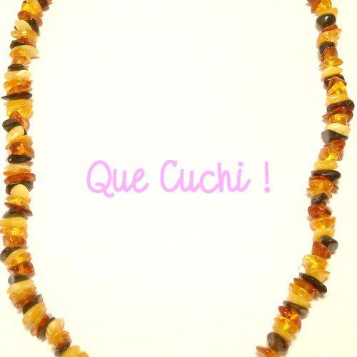 Collier de chips d'ambre de 44 cm autour du cou