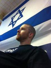 Je me tiens aux côtés d'Israël