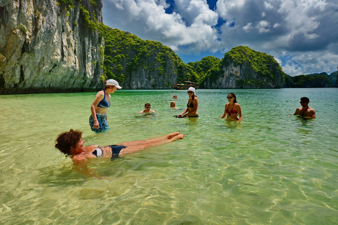 Spring and Fall – best time for Halong Bay tour | Balloon Halong Bay