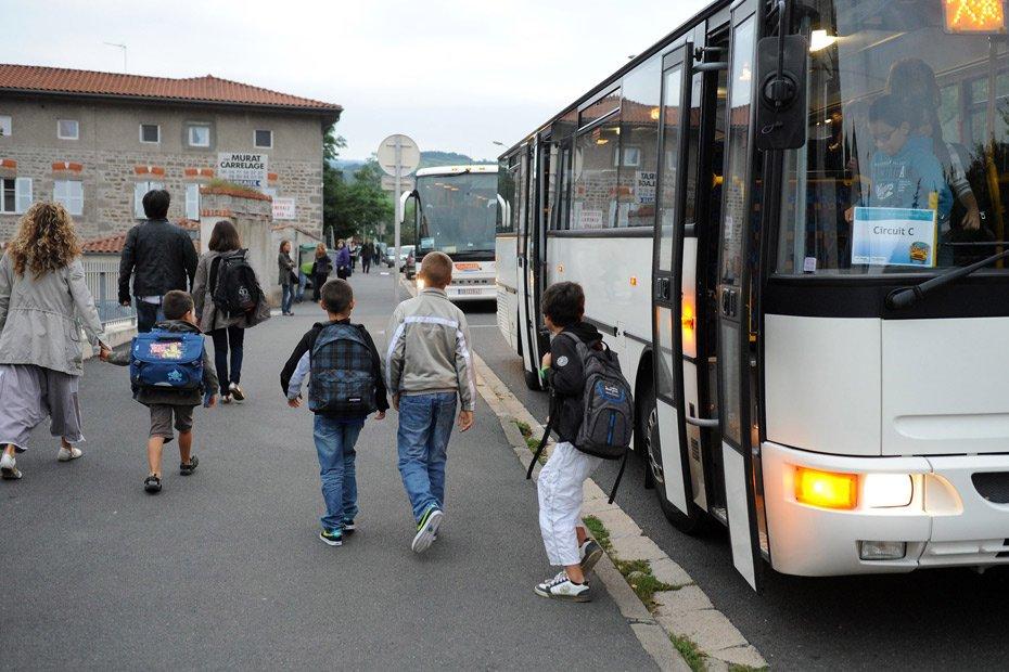 11-06-2017 - Cholonge - Isère - Contrôle sur route (Titre de Transport). Ces Isérois se sont vu infliger des amendes de 70 à 86 euros alors qu'ils se rendaient à la cantine.