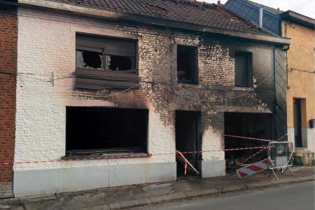 Incendie à Eugies: le chauffeur de bus réceptionne les enfants qui sautent du 1er étage pour échapper aux flammes (vidéo)