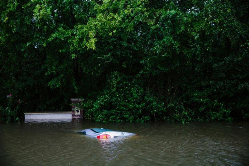 Hurricane Harvey destroyed almost 1 million vehicles?