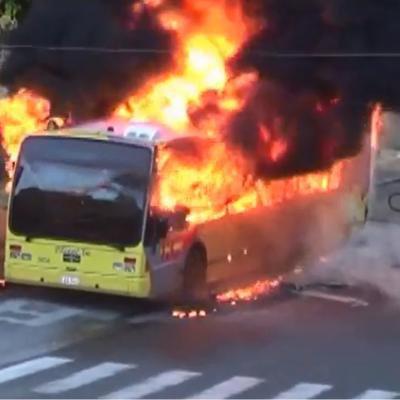 Dour: un bus TEC prend feu et se transforme en un véritable brasier! (vidéo)