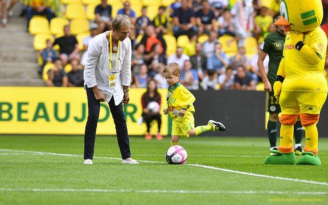 FC NANTES - STADE DE REIMS: LE COUP D'ENVOI D'EWEN - fcnantes.com
