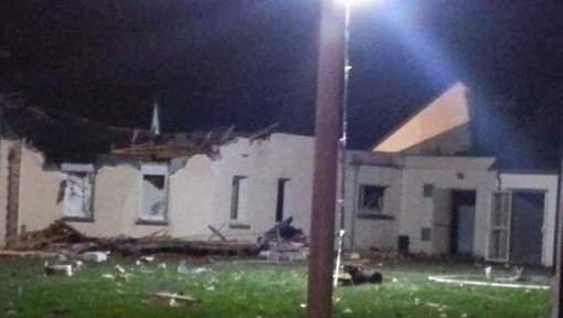Un avion s'écrase sur un bâtiment en France